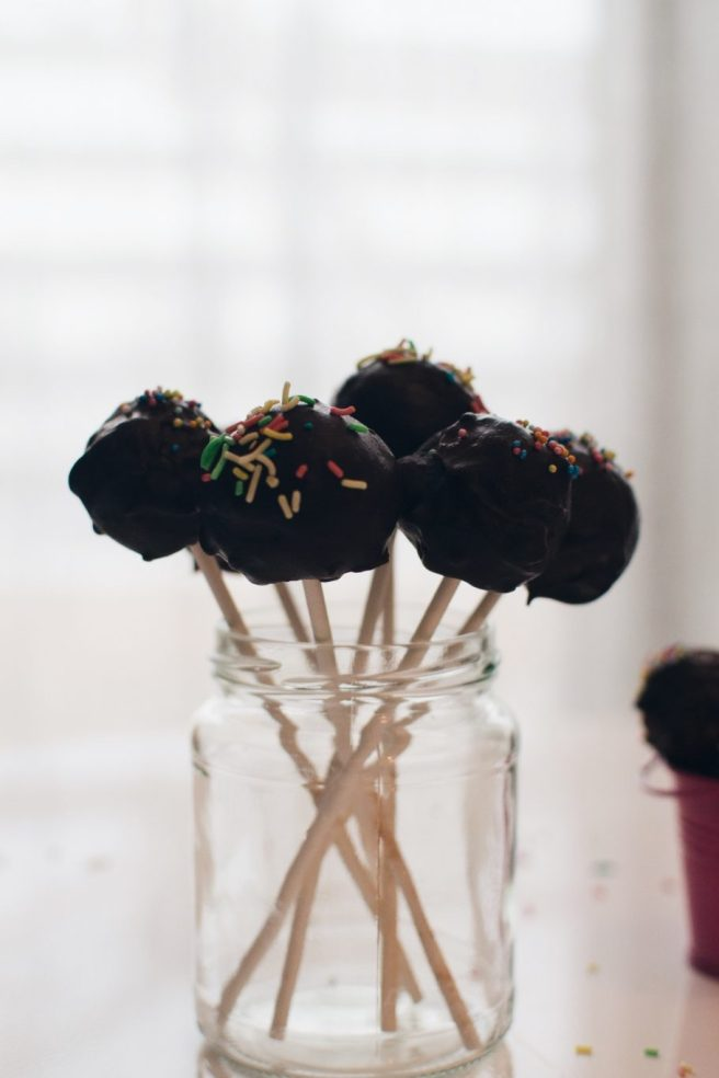 Dark chocolate cake pops
