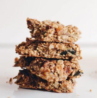 Shufra energjike e krokante me granola (granola bars)