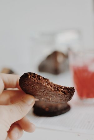Tahini & cocoa cookies