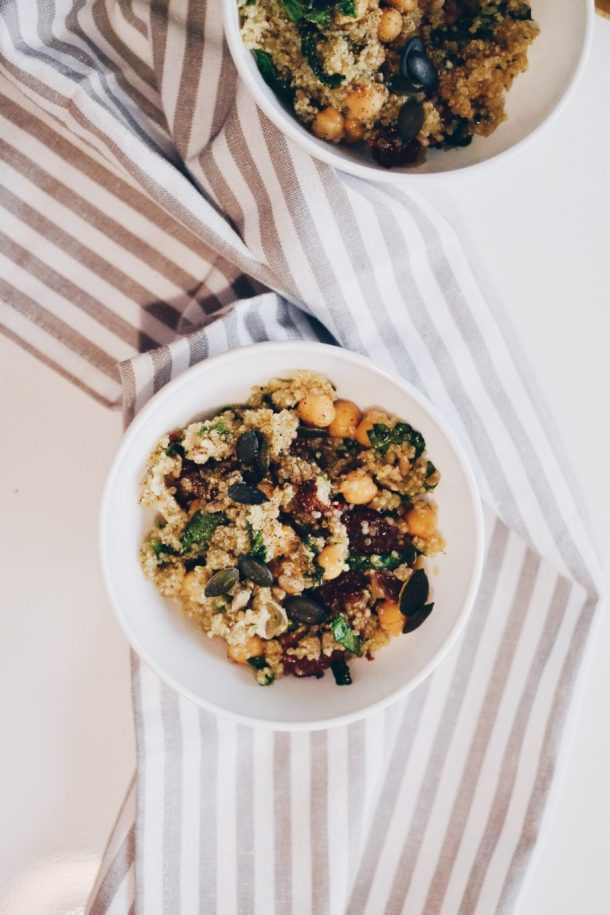 Quinoa with chickpeas and baby spinach