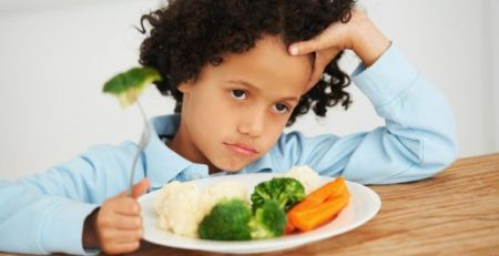 How to help your child eat healthily 1- The Mandatory Training Group UK -