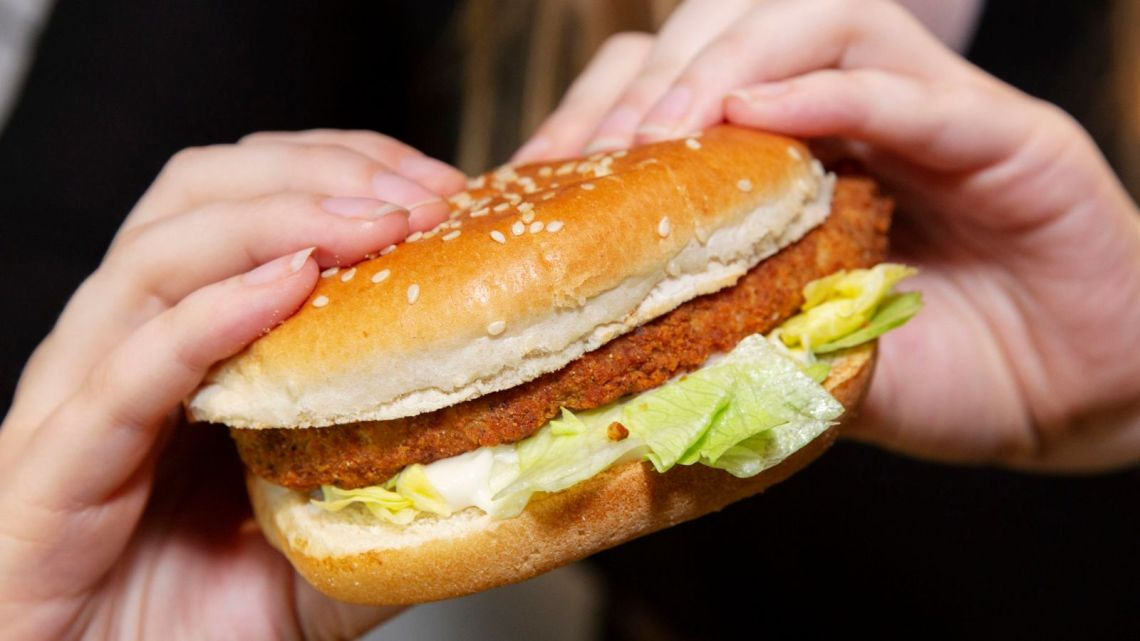 Ban fast food shops within five-minute walk of schools, report says - The Mandatory Training Group UK -
