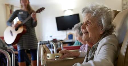 Why it's worth striking the right note for people with dementia - The Mandatory Training Group UK -