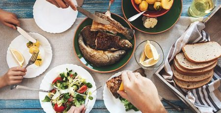 Family dinners force teenagers into a healthier diet - MTG UK