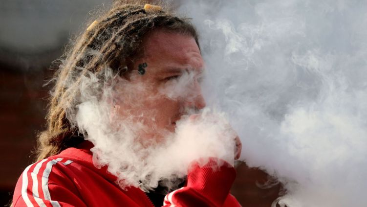 Cardiologists warn vaping is so dangerous and addictive it should be banned - MTG UK