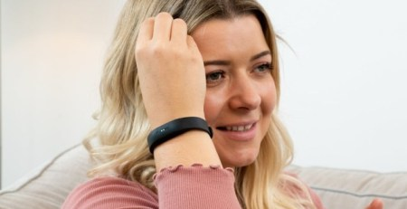 UK-made-wristband-could-stop-virus-spread-by-training-us-not-to-touch-our-face