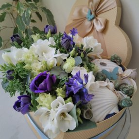 Heart-shaped flower box with shells
