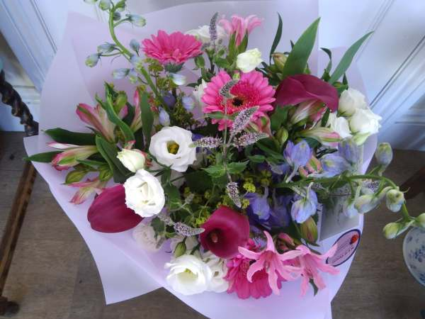 Clearbrook flowers - Hand-tied flowers