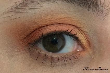occhio aperto colori caldi