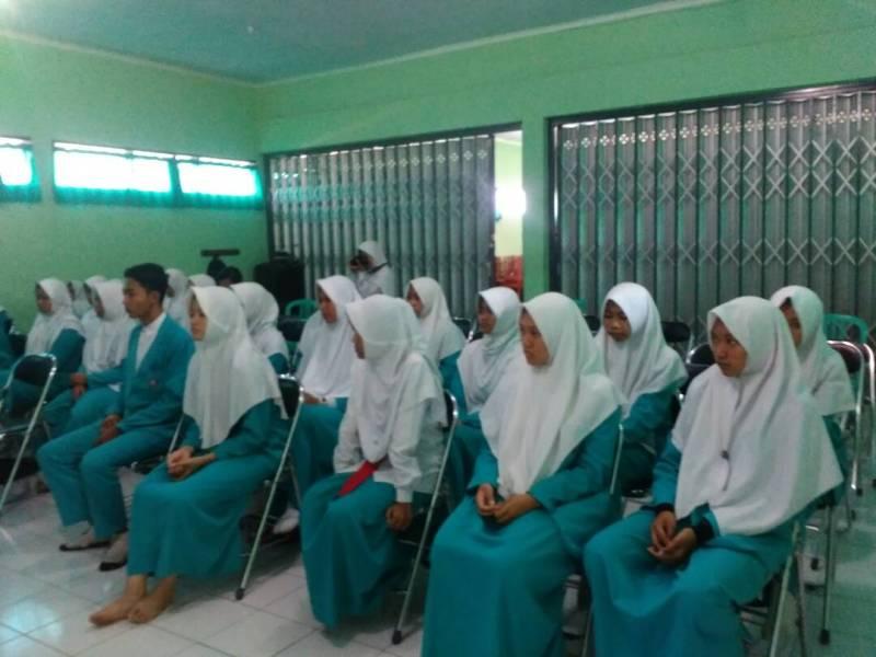 Penyuluhan Narkotika dan Kenakalan Remaja dari Binmas Polres Ponorogo