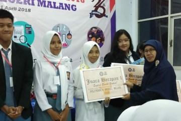 MAN 2 Ponorogo Juara Speech English di Politeknik Negeri Malang