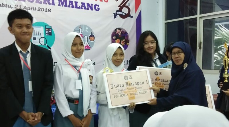 MAN 2 Ponorogo Juara Speech English di Politeknik Negeri Malang