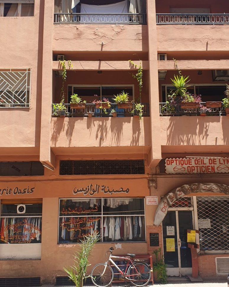 Photo of a buidlng in Gueliz Marrakech during Covid 19 lockdown in Morocco © Mandy Sinclair