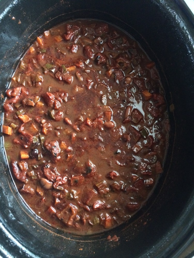 Cooked chili in the slow cooker