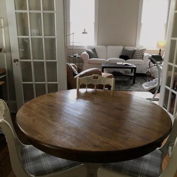 Kitchen Table in Middle of Kitchen