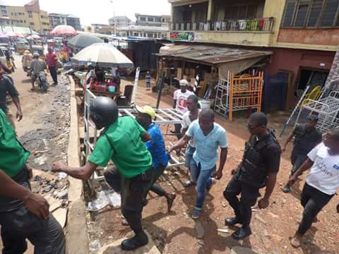 1a4d3 fb img 1476165957825 791919 - Onitsha Market Jubilates As Security Agents Nab Hoodlums Who Extort Money From Traders (Photos)
