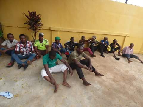 4f80b fb img 1476165737778 796518 - Onitsha Market Jubilates As Security Agents Nab Hoodlums Who Extort Money From Traders (Photos)