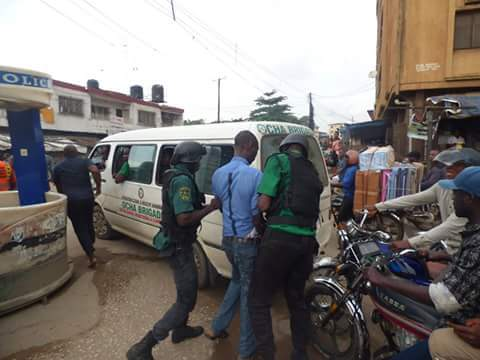8e6e5 fb img 1476165951275 787407 - Onitsha Market Jubilates As Security Agents Nab Hoodlums Who Extort Money From Traders (Photos)
