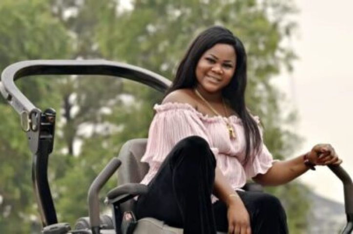 51614fe9-de19-49c5-9274-3c2d2b1dcbdf Valerie Ifidon In Stunning New Birthday Photos; 21 Things You Should Know About Her