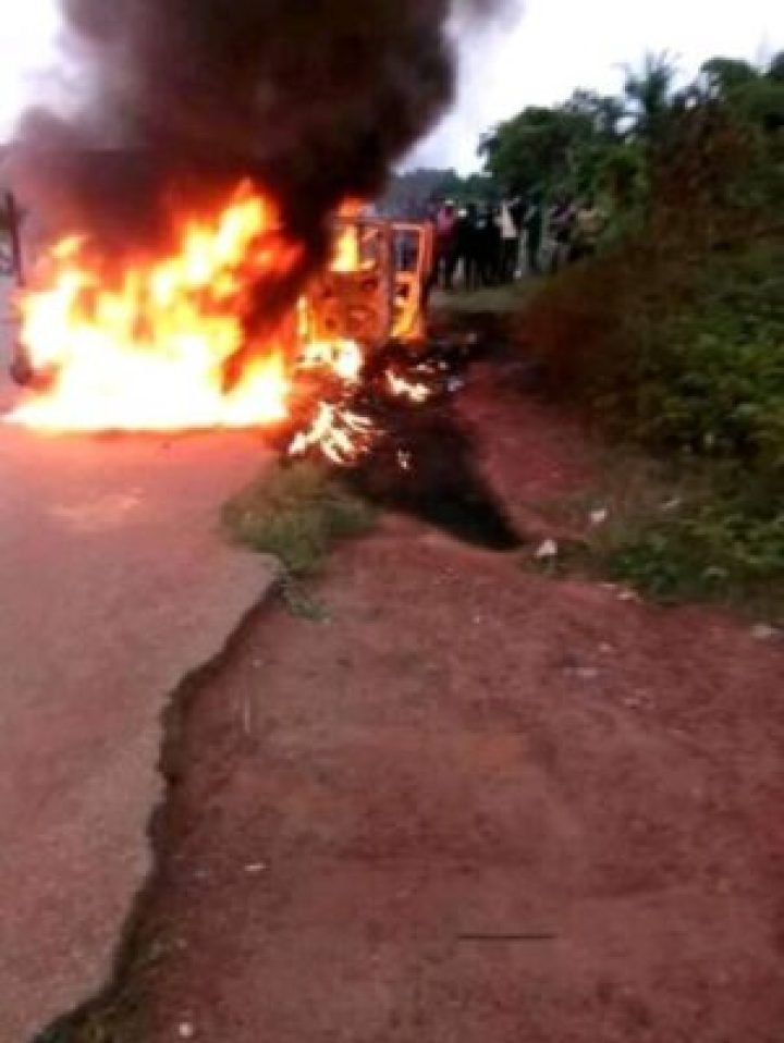 37075421_1614032658706316_3662316139398037504_n 4 Policemen Shot Dead And Their Car Set Ablaze In Sabo, Edo State (Photos)