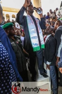 8457881 fbimg1546978199239 jpeg438c936ddec28ba432639c94bccaf95b - Osinbajo Pictured Campaigning While Standing On A Chair