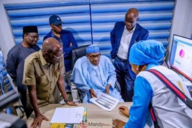 D0RoTCUWkAAwQkR-1024x683 President Buhari Visits APC Situation Room In Abuja (Pictures)