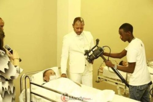 D0TmvaIWwAEE3Hi Resurrects Zimbabwean Dead Man Works For Pastor Alph As A Camera Man (photos)