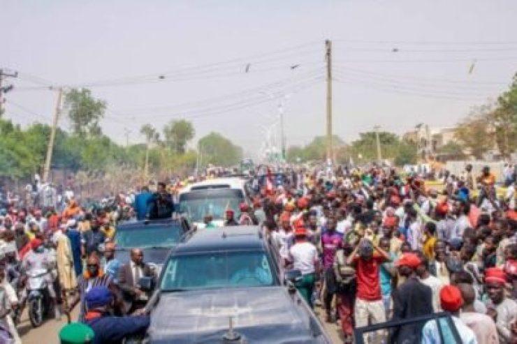 dzc8zd9woaaxe_v1151416059 Atiku Abubakar Convoy Trapped By Supporters In Kano (Photos,Video)