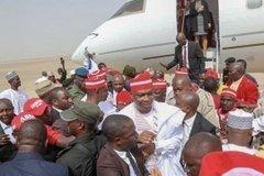 dzcicebx4aabifc1096407715 Atiku Arrives In Kano For Campaign Rally (photos)