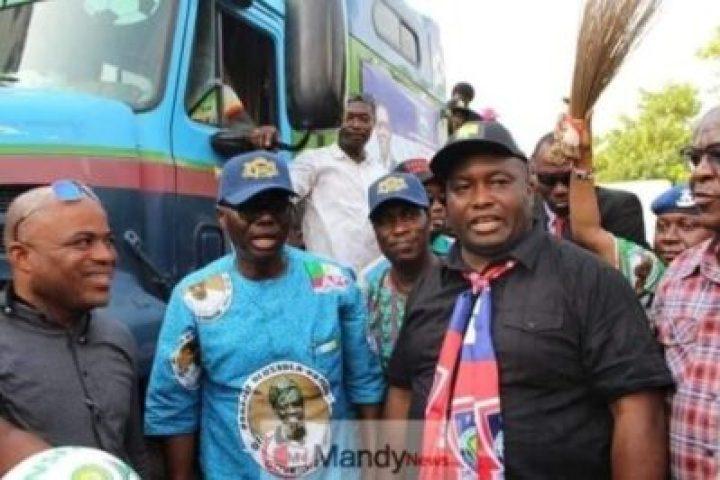 8932117_5446246726204877446330237266509328192897024n_jpge317e73f3b918be3915e74ef0029e5b3 Ifeanyi Uba Takes Sanwo-Olu On Campaign Tour In Lagos (Photos)