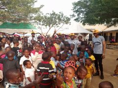 D2qLuPOWwAEN30K - Over 150 Children Stranded As FCDA Demolished Orphanage Home In Abuja (Video)