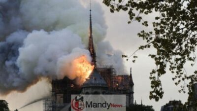 D4NrgJxWsAI3mq5 - Fire Breaks Out At Notre-Dame Cathedral In Paris (Photos)