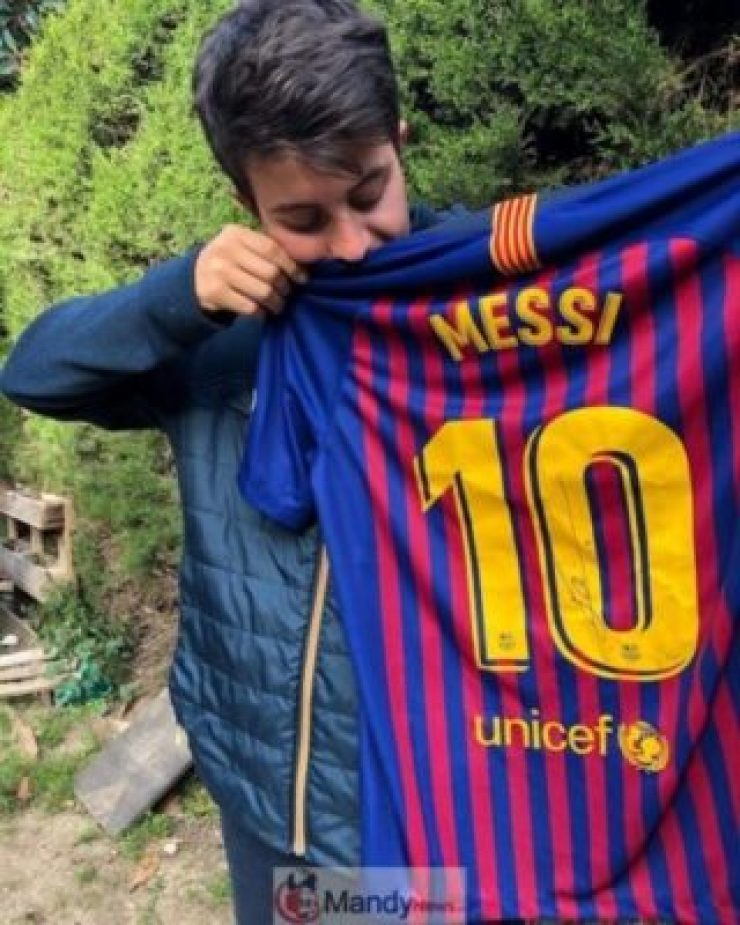 20190516151900_37663730_0_body-768x960 Fan Meets Messi On The Street And Writes Him An Emotional Letter