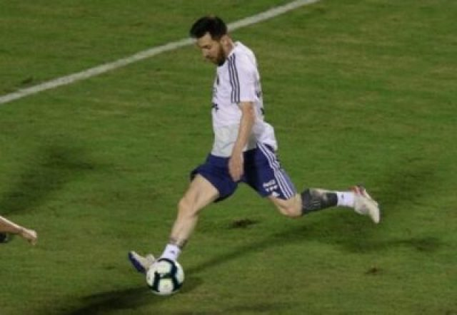 2019-06-13T002053Z_232252654_RC1B62495800_RTRMADP_3_SOCCER-COPA-ARG-PREVIEW Lionel Messi And Argentina Train Before Copa America Opener (Photos, Video)