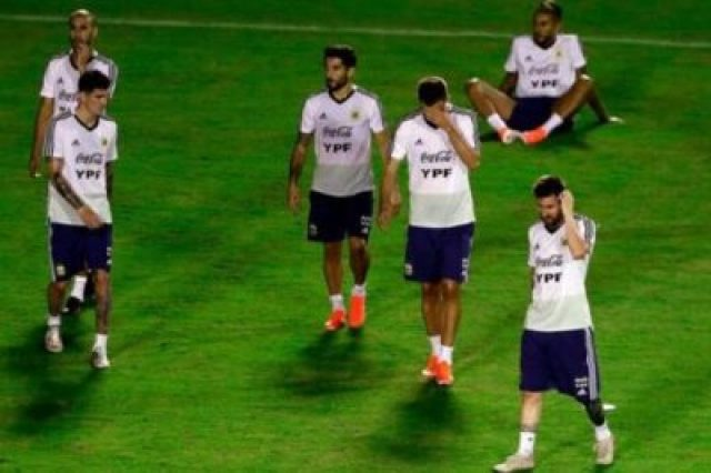 977491-01-05 Lionel Messi And Argentina Train Before Copa America Opener (Photos, Video)