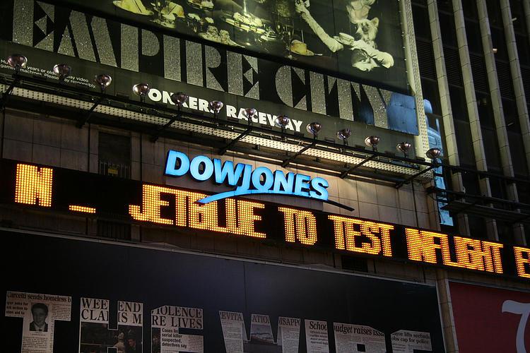 Dow Jones cae más en nueve meses en medio de coronavirus y problemas de reflación