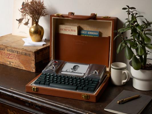 El último Freewrite sin distracciones presenta el maletín con monograma de Ernest Hemingway – TechCrunch