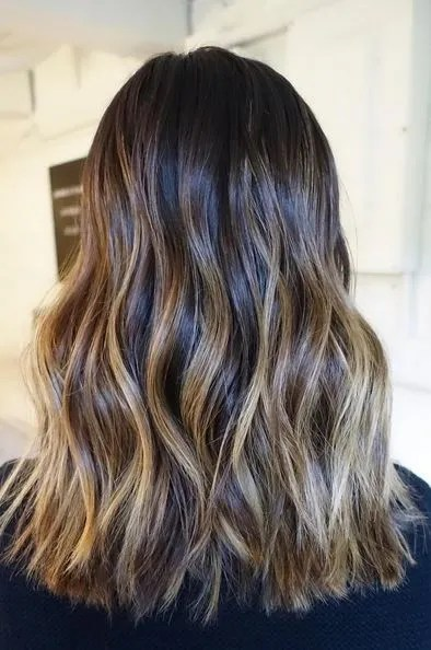 perfectly-blended-brunette-highlights