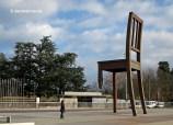 A la Place des Nations, destaca la famosa cadira trencada (Broken Chair) de Daniel Berset