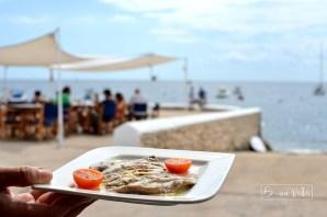Aperitiu davant el mar. Restaurant Papua