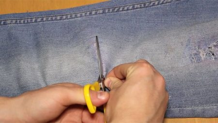 Step-6-Cut-The-Jeans-Scissors-Robin-James_The-Utter-Gutter_DIY-Ripped-Jeans