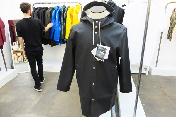 Off-The-Rails-2014_Robin-James_The-Utter-Gutter_Stutterheim-Black