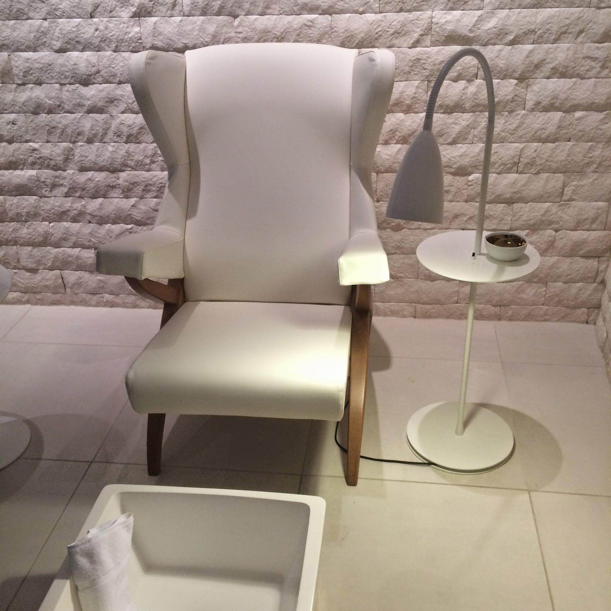 Mondrian_Sea-Containers_agua-spa-bathhouse_Glamour-Room-Chair