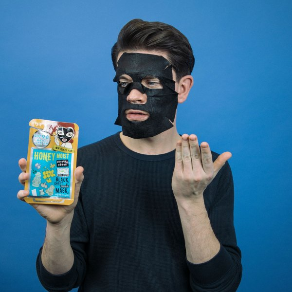 DEWYTREE-charcoal-honey-sheet-mask-review-man-for-himself