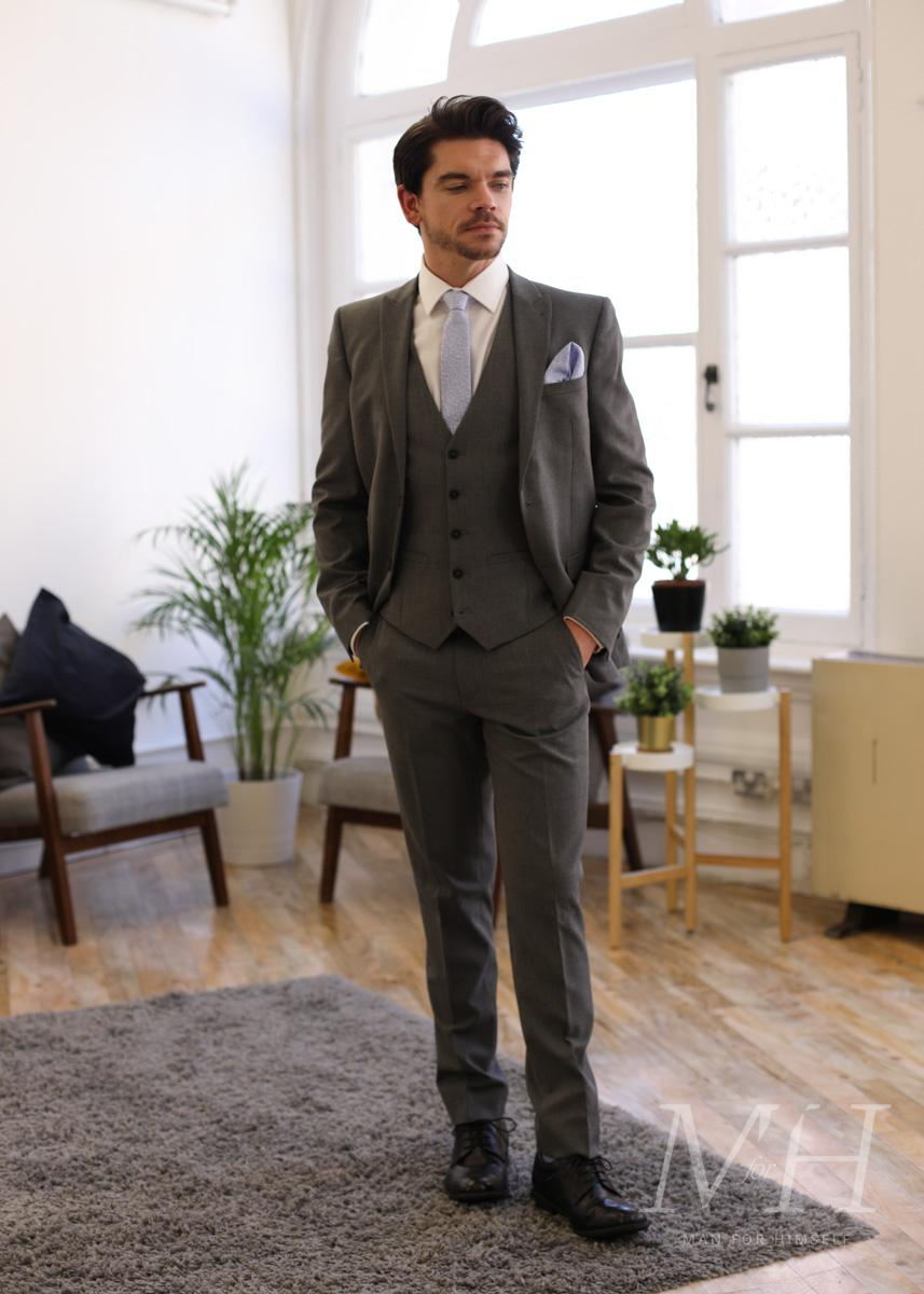 matalan-wear-a-suit-five-ways-look1-man-for-himself