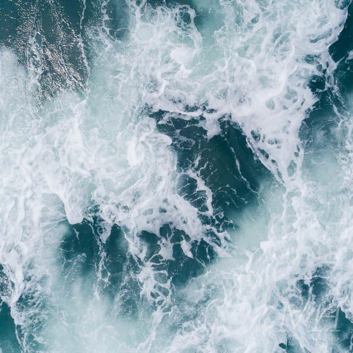 sea-salt-spray-wave-grooming-man-for-himself