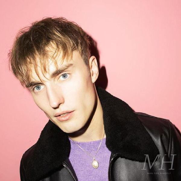 Sam Fender: Straight Long Fringe Hairstyle