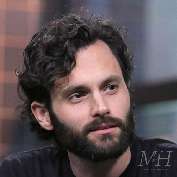 Penn Badgley: Curly Medium Length With Side Parting