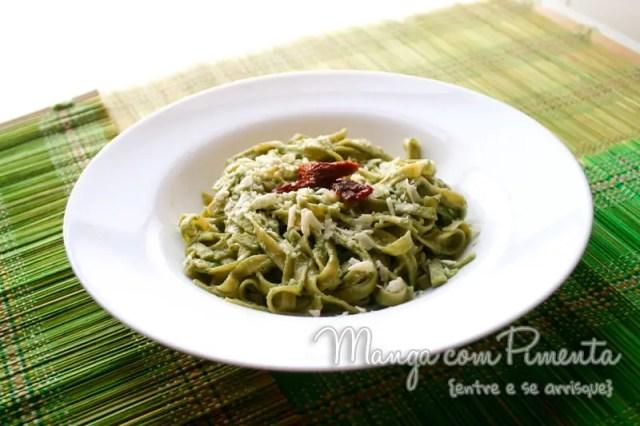 Talharim ao Molho Pesto de Manjericão - Receita Vegetariana