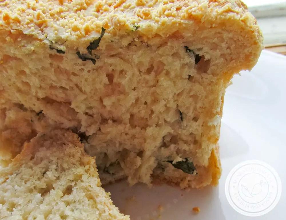 Pão de Manjericão e Parmesão - um café da manhã especial!